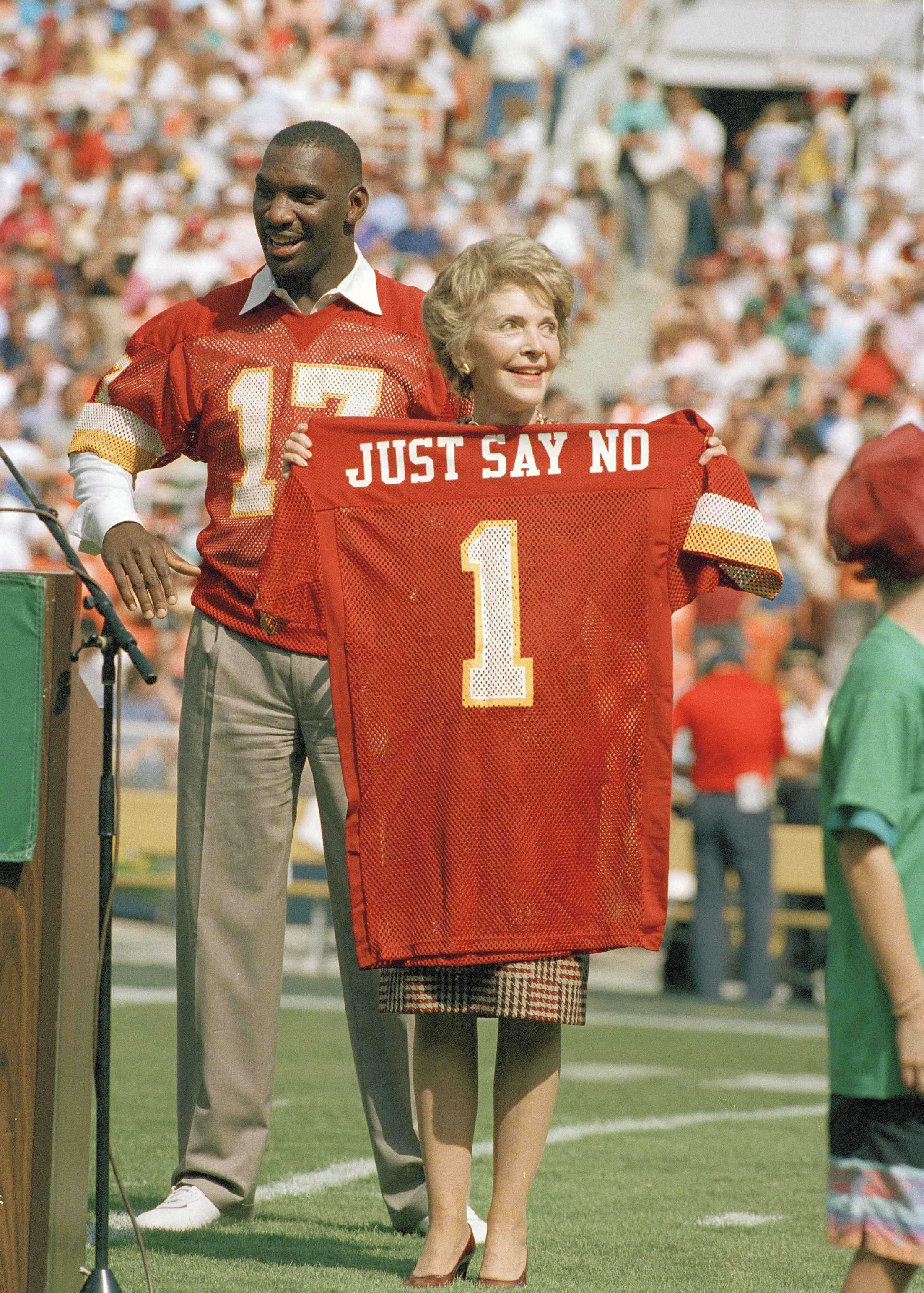 Why You Should Just Say No To Hard Drugs Herman Vincent Womenamp039s Briefcase Merah Washington Redskins Injured Starting Quarterback Doug Wiliams Stands Behind First Lady Nancy Reagan Holds A Jersey Presented Her By Williams Prior The